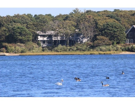 واحد منزل الأسرة للـ Sale في 43 Bournes Pond Road 43 Bournes Pond Road Falmouth, Massachusetts 02536 United States