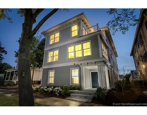 Condominio por un Venta en 248 Massachusetts Avenue #2 248 Massachusetts Avenue #2 Arlington, Massachusetts 02474 Estados Unidos