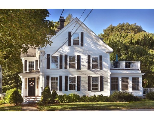 Appartement en copropriété pour l Vente à 376 Main St #1 376 Main St #1 Amesbury, Massachusetts 01913 États-Unis