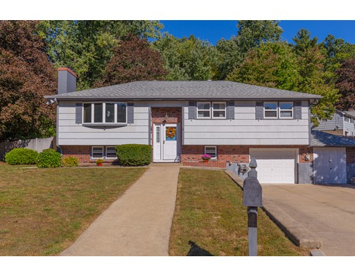 Single Family Home for Sale at 17 Evergreen Avenue 17 Evergreen Avenue Burlington, Massachusetts 01803 United States