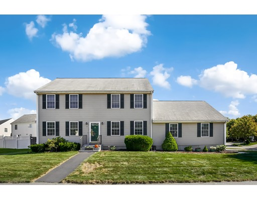 Single Family Home for Sale at 77 Forge River Pkwy Raynham, 02767 United States