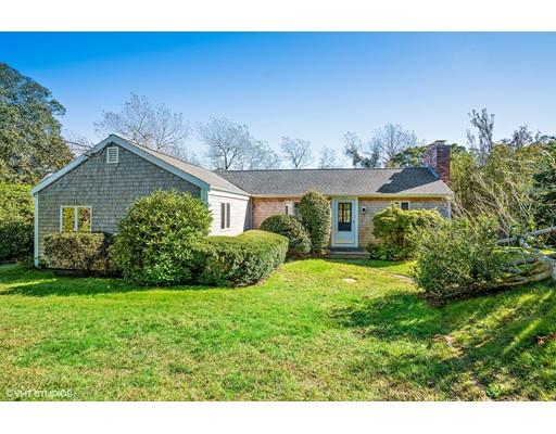 واحد منزل الأسرة للـ Sale في 371 Cedar Street 371 Cedar Street Chatham, Massachusetts 02633 United States