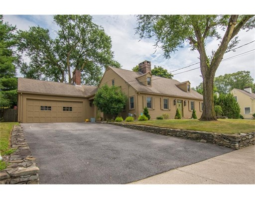 Single Family Home for Sale at 18 Anawan Road 18 Anawan Road Pawtucket, Rhode Island 02861 United States