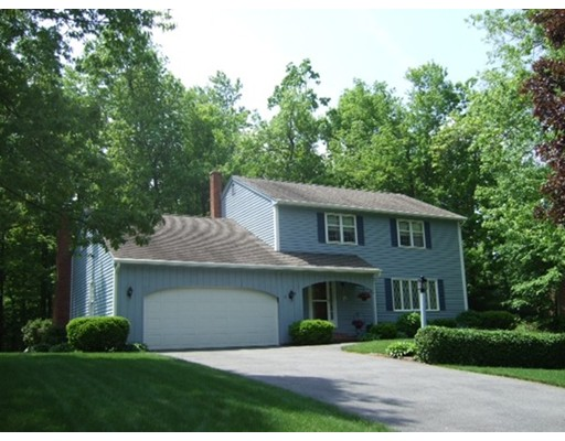 Casa Unifamiliar por un Venta en 15 SLIPPER HILL LANE 15 SLIPPER HILL LANE Holden, Massachusetts 01520 Estados Unidos