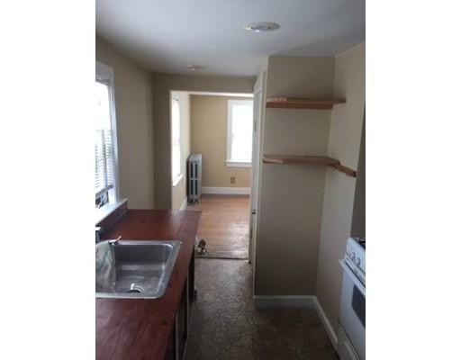 Частный односемейный дом для того Аренда на 573 Fellsway 573 Fellsway Medford, Массачусетс 02155 Соединенные Штаты