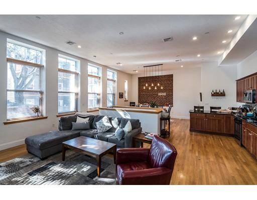 Частный односемейный дом для того Аренда на 50 Floyd Street 50 Floyd Street Everett, Массачусетс 02149 Соединенные Штаты