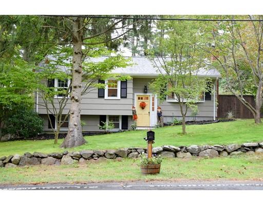 Maison unifamiliale pour l Vente à 403 Cedar Street 403 Cedar Street East Bridgewater, Massachusetts 02333 États-Unis