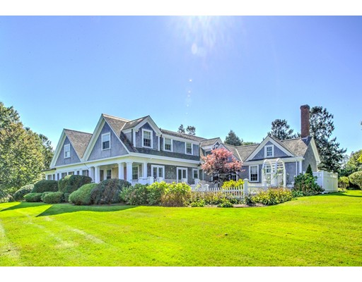 Casa para uma família para Venda às 137 East Bay 137 East Bay Barnstable, Massachusetts 02655 Estados Unidos