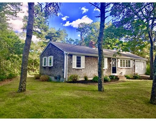 Maison unifamiliale pour l Vente à 10 Williamsburg 10 Williamsburg Harwich, Massachusetts 02645 États-Unis
