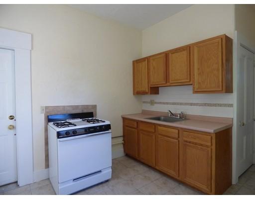独户住宅 为 出租 在 52 Pleasant Street 菲奇堡, 01420 美国