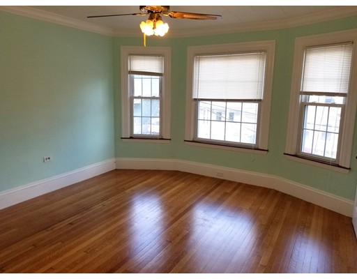 Additional photo for property listing at 131 Josephine Avenue  Somerville, Massachusetts 02144 Estados Unidos