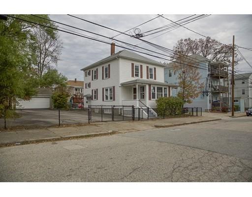 多户住宅 为 销售 在 384 Willow Street 384 Willow Street Woonsocket, 罗得岛 02895 美国
