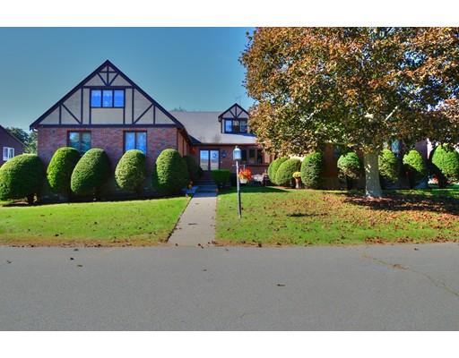 Maison unifamiliale pour l Vente à 10 Cabot Road 10 Cabot Road Stoneham, Massachusetts 02180 États-Unis