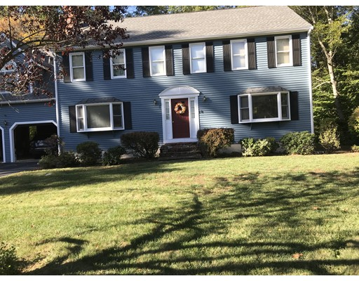 独户住宅 为 销售 在 10 Elmwood Court 10 Elmwood Court Mansfield, 马萨诸塞州 02048 美国