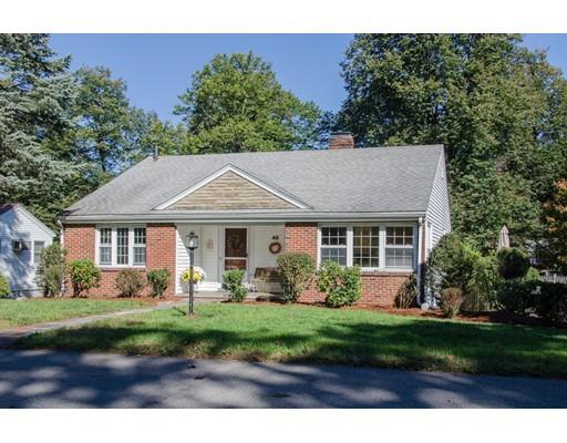 واحد منزل الأسرة للـ Sale في 46 South Street 46 South Street Stoneham, Massachusetts 02180 United States