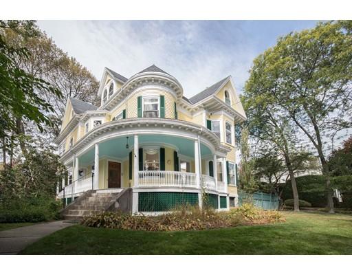 Частный односемейный дом для того Продажа на 64 Russell Avenue 64 Russell Avenue Watertown, Массачусетс 02472 Соединенные Штаты