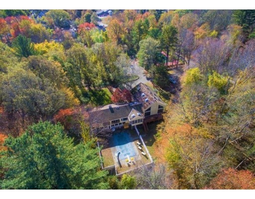 واحد منزل الأسرة للـ Sale في 270 Central Street 270 Central Street Holliston, Massachusetts 01746 United States