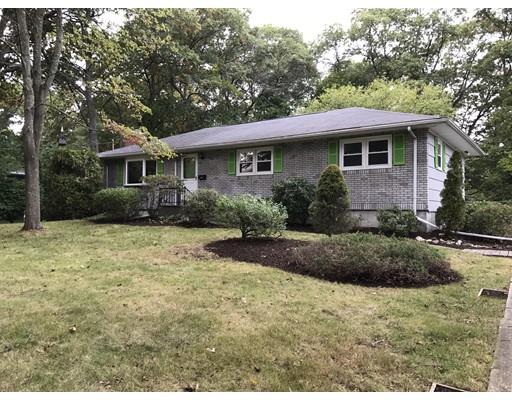 Частный односемейный дом для того Продажа на 100 Green Street 100 Green Street Abington, Массачусетс 02351 Соединенные Штаты