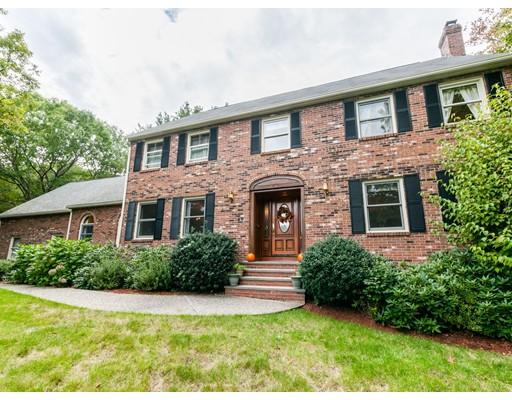 独户住宅 为 销售 在 40 Crestview 40 Crestview 米尔顿, 马萨诸塞州 02186 美国