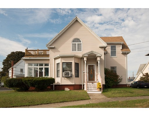 Single Family Home for Sale at 98 Lakeview Avenue 98 Lakeview Avenue Lynn, Massachusetts 01904 United States
