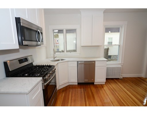 شقة للـ Rent في 11 Trowbridge Street #1 11 Trowbridge Street #1 Arlington, Massachusetts 02474 United States