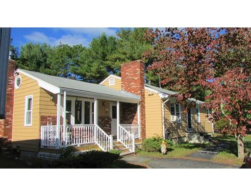 Maison unifamiliale pour l Vente à 98 Woodstock Road 98 Woodstock Road Attleboro, Massachusetts 02703 États-Unis
