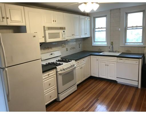 Casa Unifamiliar por un Alquiler en 1139 Beacon Street Newton, Massachusetts 02461 Estados Unidos