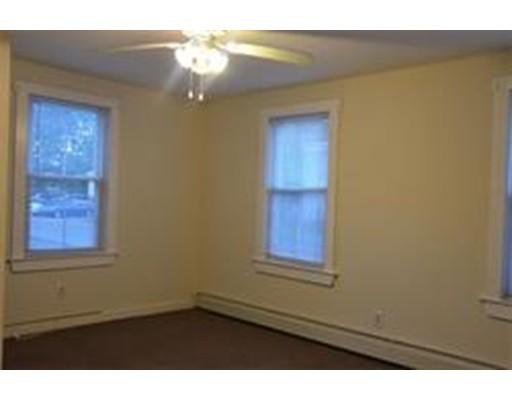 Частный односемейный дом для того Аренда на 30 Pine Street 30 Pine Street Methuen, Массачусетс 01844 Соединенные Штаты