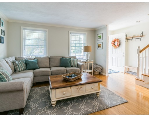 共管式独立产权公寓 为 销售 在 23 Clough Road 23 Clough Road 戴德姆, 马萨诸塞州 02026 美国