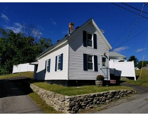Maison unifamiliale pour l Vente à 233 Woodlawn Street 233 Woodlawn Street Clinton, Massachusetts 01510 États-Unis