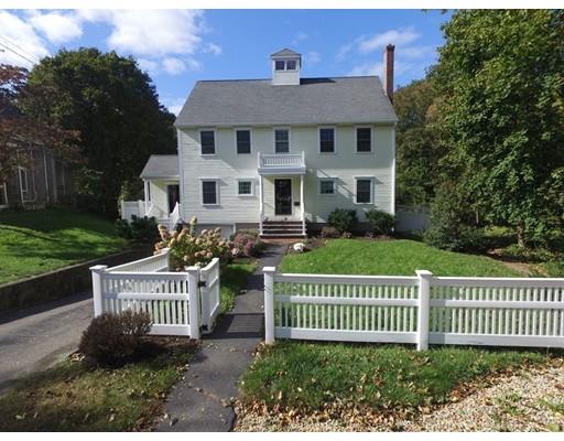 واحد منزل الأسرة للـ Sale في 41 Hobart Street 41 Hobart Street Hingham, Massachusetts 02043 United States