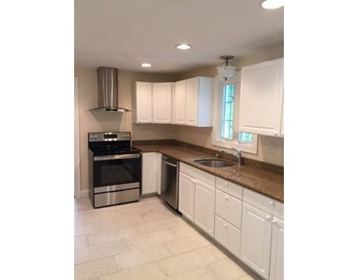 Casa Unifamiliar por un Alquiler en 61 Bellflower Road 61 Bellflower Road Billerica, Massachusetts 01821 Estados Unidos