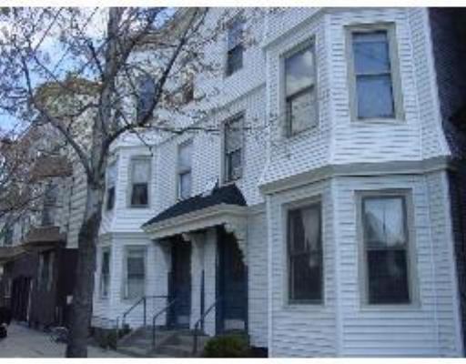 Appartement en copropriété pour l Vente à 729 Broadway 729 Broadway Chelsea, Massachusetts 02150 États-Unis