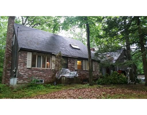 独户住宅 为 销售 在 672 Main Street 672 Main Street Danville, 新罕布什尔州 03819 美国