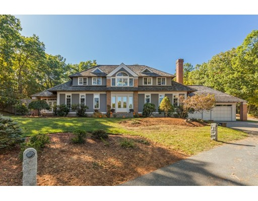 Single Family Home for Sale at 6 North Hill Drive 6 North Hill Drive Lynnfield, Massachusetts 01940 United States