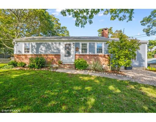 Maison unifamiliale pour l Vente à 2 Ellis Drive 2 Ellis Drive Harwich, Massachusetts 02645 États-Unis
