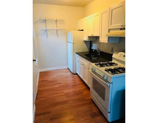 Apartamento por un Alquiler en 10 Margaaret Street #4 10 Margaaret Street #4 Boston, Massachusetts 02113 Estados Unidos
