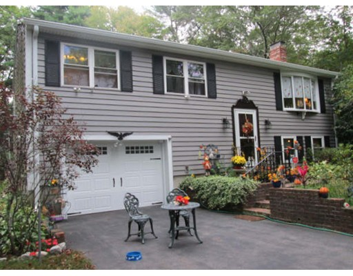 独户住宅 为 销售 在 8 Woodlawn Drive 8 Woodlawn Drive Carver, 马萨诸塞州 02330 美国
