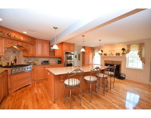 واحد منزل الأسرة للـ Sale في 183 Whiting Street 183 Whiting Street Hanover, Massachusetts 02339 United States