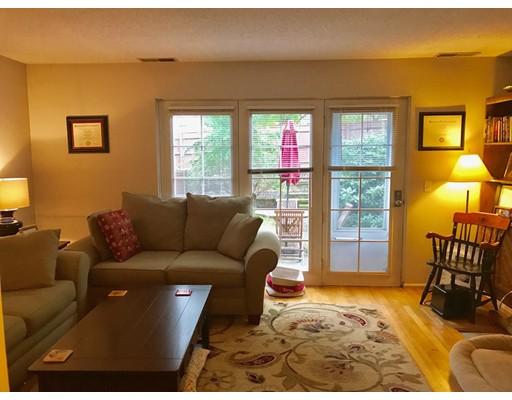 Частный односемейный дом для того Аренда на 389 Neponset Street 389 Neponset Street Norwood, Массачусетс 02062 Соединенные Штаты