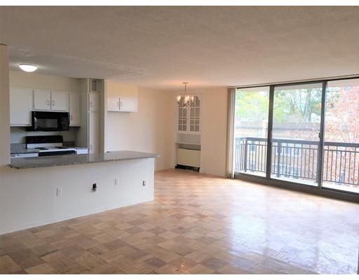 Appartement en copropriété pour l à louer à 60 Longwood Ave #408 60 Longwood Ave #408 Brookline, Massachusetts 02446 États-Unis