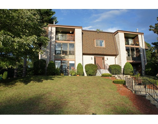 Casa Unifamiliar por un Alquiler en 4 Greenbriar Drive 4 Greenbriar Drive North Reading, Massachusetts 01864 Estados Unidos