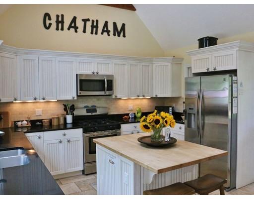 واحد منزل الأسرة للـ Sale في 204 Old Comers 204 Old Comers Chatham, Massachusetts 02633 United States