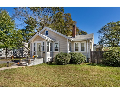 Casa Unifamiliar por un Venta en 1145 Washington Street 1145 Washington Street Canton, Massachusetts 02021 Estados Unidos