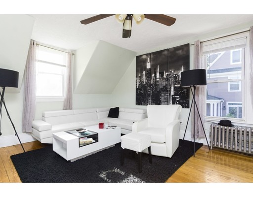 Vivienda multifamiliar por un Venta en 15 Salcombe 15 Salcombe Boston, Massachusetts 02125 Estados Unidos