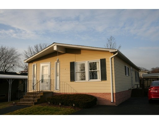 Maison unifamiliale pour l Vente à 500 Mendon Road 500 Mendon Road Attleboro, Massachusetts 02703 États-Unis