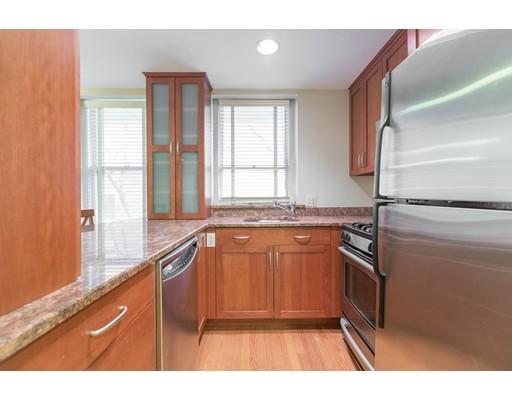 独户住宅 为 出租 在 63 Myrtle Street 波士顿, 马萨诸塞州 02114 美国