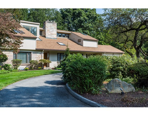 Single Family Home for Sale at 152 Crestview Circle 152 Crestview Circle Longmeadow, Massachusetts 01106 United States