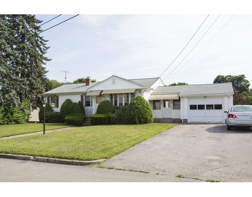独户住宅 为 销售 在 8 Eldorado Drive 8 Eldorado Drive Johnston, 罗得岛 02919 美国