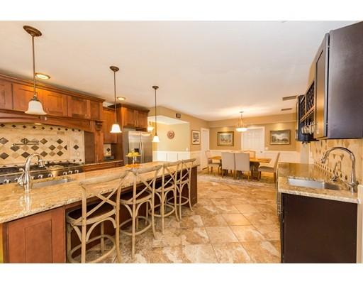 واحد منزل الأسرة للـ Sale في 2 Meadowview 2 Meadowview Foxboro, Massachusetts 02035 United States